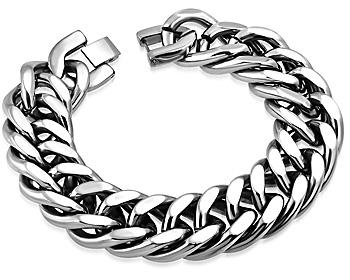 Stort, tungt och grovt armband i stål. Vikt cirka 110 gram. Längd cirka 22.5 cm. Bredd cirka 19 mm.