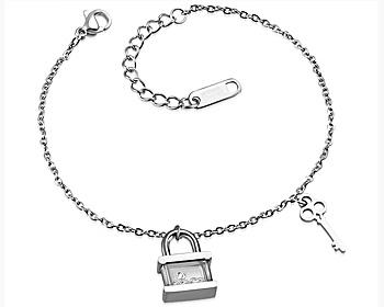 Fint berlockarmband i stål. Längd 18 till 21 cm.