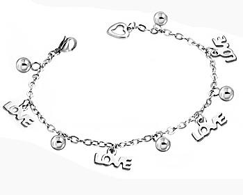 """Armband med text, """"LOVE"""" och hjärta."""