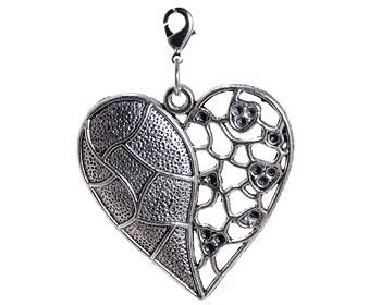 Berlock i form av hjärta från Atinmood. Hjärtat är 4,5 x 5 cm. Längd med lås cirka 6 cm.
