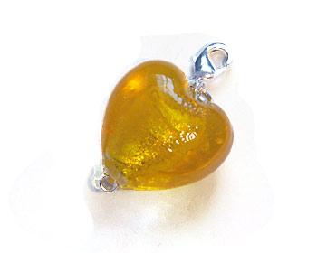 Berlock med ett gult hjärta.