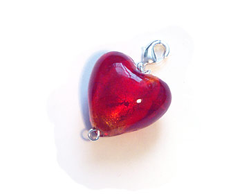 Berlock i form av ett rött hjärta.