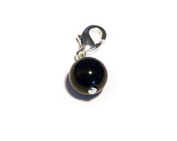 Agatberlock gjort i svart agat. Agatstorlek ca 8mm.