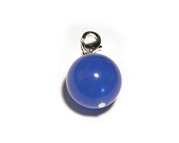 Berlock med en blå halvädelsten. Storlek ca 13mm. Kan hängas på halsband och armband.