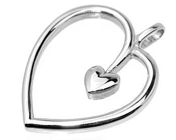 Hjärtformat hänge i stål.