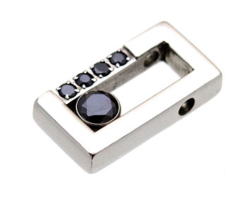 Smycke i stål. Passar enbart 1,5 mm kulkedja.