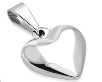 Hjärtsmycke i stål. Mått cirka 15 x 16 mm.