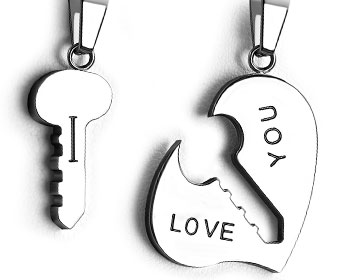 Stålhänge kärlek. Mått 20x10 mm (nyckel) och 30x23 mm (hjärta).