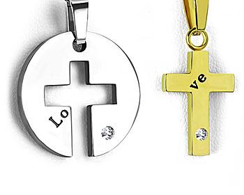 Korshänge med text. Stål. Mått cirka 18x13 mm (inre kors) och diameter 22 mm (yttre del).