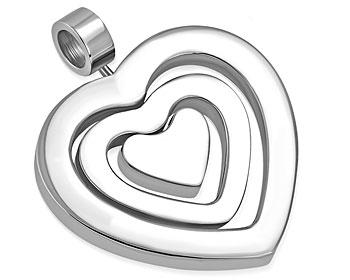 Hjärtsmycke. Bredd cirka 26 mm.