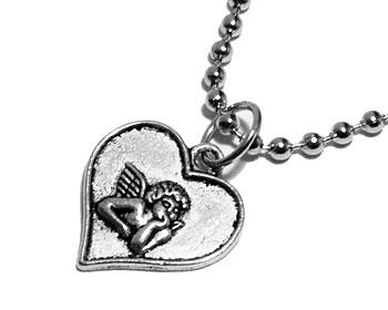 Halsband med hjärta och kedja. Längd cirka 19 mm.