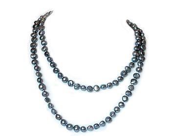 Vackert pärlhalsband i silvergråa odlade sötvattenpärlor. Pärlstorlek ca 7-8 mm.