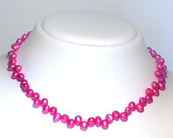 Pärlhalsband i rosa odlade sötvattenpärlor.