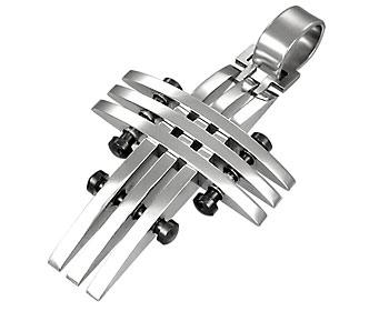 Korssmycke gjort i kirurgiskt stål. Storlek cirka 3x2.2 cm.