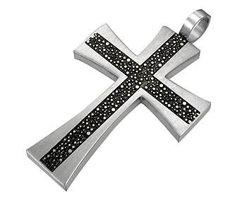 Stålhalsband i kirurgiskt stål. Korset är ca 3,5x2,5cm. Kulkedja medföljer.