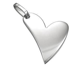 Halsband med stålhjärta som hänge. Hjärtat är ca 2,5x2 cm stort. Kulkedja medföljer.