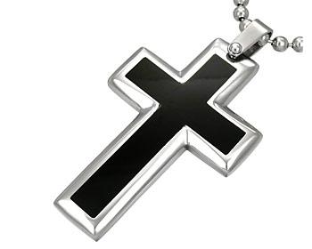 Kors i stål. Korset är ca 3,4x2,2 mm stort. Kulkedja medföljer.