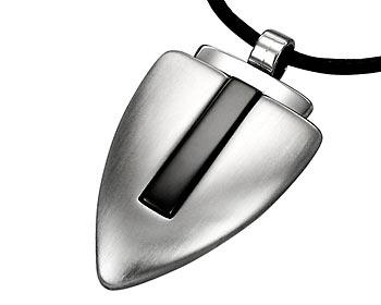 Halsband med svart rem. Storlek cirka 3,6 x 2 cm.