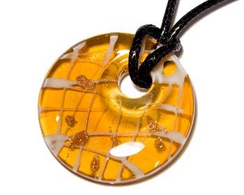 Billigt halsband med rem. Diameter cirka 4,5 cm.