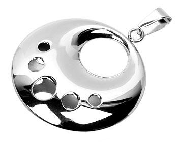 Smycke i stål.