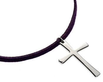 Korshalsband i stål och lila rem.