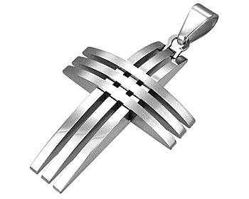 Korssmycke i stål. Storlek cirka  31x21 mm.