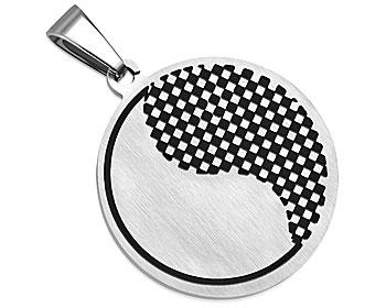 Yin-Yang. Smycke i stål. Diameter cirka 25 mm.