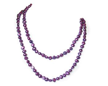 Pärlhalsband i odlade sötvattenpärlor. Pärlhalsbandet har knutar mellan pärlorna. Pärlstorlek ca 7 mm.