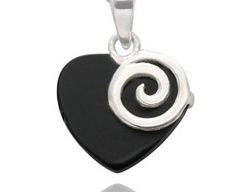 Silverhjärta gjort i silver och onyx. Storlek ca 1,5x1,5cm. OBS! Utan kedja.