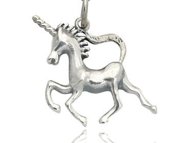Enhörning gjord i silver. Storlek ca 2,0 x 2,0 cm. OBS! Utan kedja.