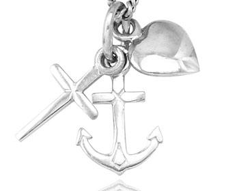 Silverhänge med ett hjärta, kors och ankare i 925 silver. Storlek ca 2,5 x 1,2 cm. OBS! Utan kedja.