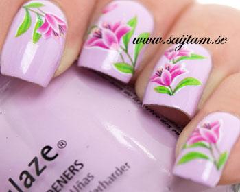 Nageldekal med rosa liljor.