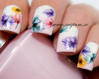 Blomdekaler med lila, blåa, gula och röda blommor. Kartan är 12,5x5,5cm stor.