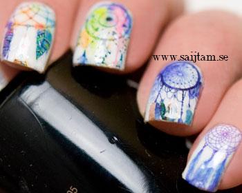 Akvarellfärgade drömfångare till naglarna.