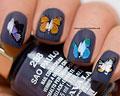 Dekaler med blåa och orangea fjärilar.