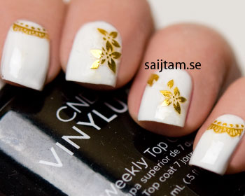 Guldfärgade stickers för naglarna. Dessa är självhäftande.
