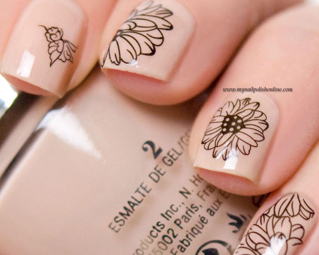 Nageldekaler med blommor.