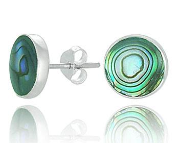 Silverörhängen gjorda i silver och pärlemor. Storlek ca 1,0 x 1,0 cm.