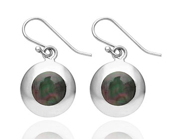 Silverörhängen gjorda i silver och pärlemor.