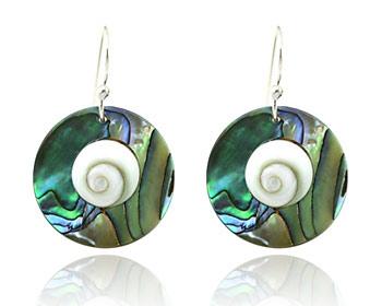 """Pärlemor örhängen gjorda i silver, pärlemor och """"Shivas öga""""."""