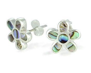 Blomörhängen gjorda i 925 silver och pärlemor. Storlek ca 1,0 x 1,0 cm.