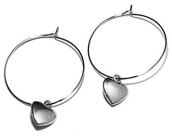 Kreolörhängen med hjärta från Atinmood. Kreoldiameter cirka 3 cm, totallängd cirka 4 cm.