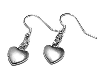 Hjärtörhängen online från Atinmood. Längd cirka 3 cm.