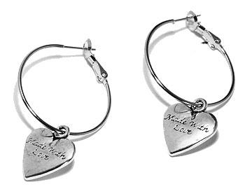 Kreoler med hjärta. Kreoldiameter cirka 3 cm, totallängd cirka 4,5 cm.