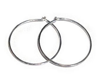Silverörhängen kreoler med diametern 20mm.