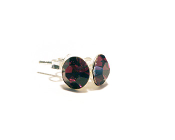 Örhängen med kristaller och silverstift. Kristallen är månadsstenen för februari månad (amethyst).