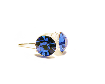 Silverörhängen med kristaller motsvarande september månad (sapphire). Storlek 6mm.