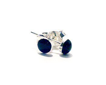 Stiftörhängen i silver och svart onyx. Storlek ca 4mm.