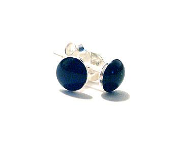 Örhängen i silver och svart onyx. Storlek ca 5mm.