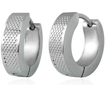 Stålörhängen i kirugiskt stål. Bredd ca 3,5mm.